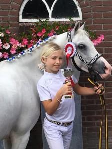 Isabelle en haar pony Irma